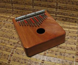 Альтокалимба 15 нот с полым резонатором