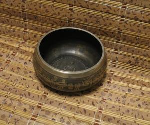 """Тибетская """"поющая чаша"""" (13 см)."""